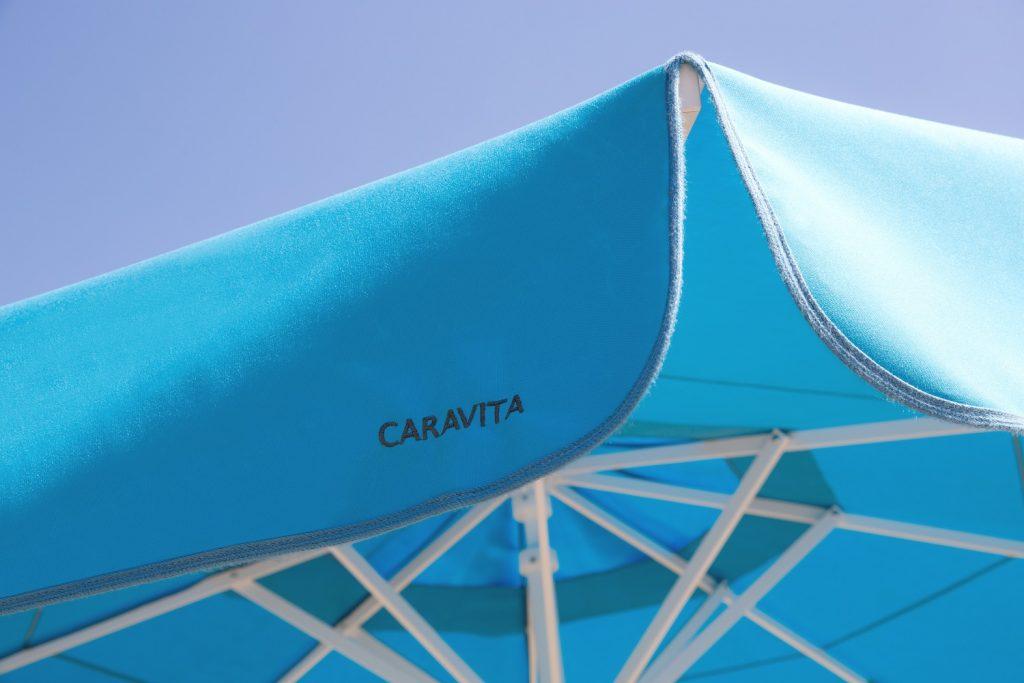 Sonnenschirm Samara Caravita Gastroschirm Grün Blau Volant Windhaube Kurbelbedienung 1024x683