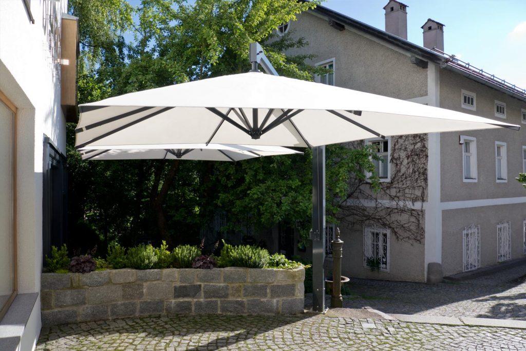 Amalfi Duo 2 Sonnenschirm Seitenmastschirm Caravita Weiss Quadratisch Modehaus Blach Grafenau Deutschland 04 1024x683