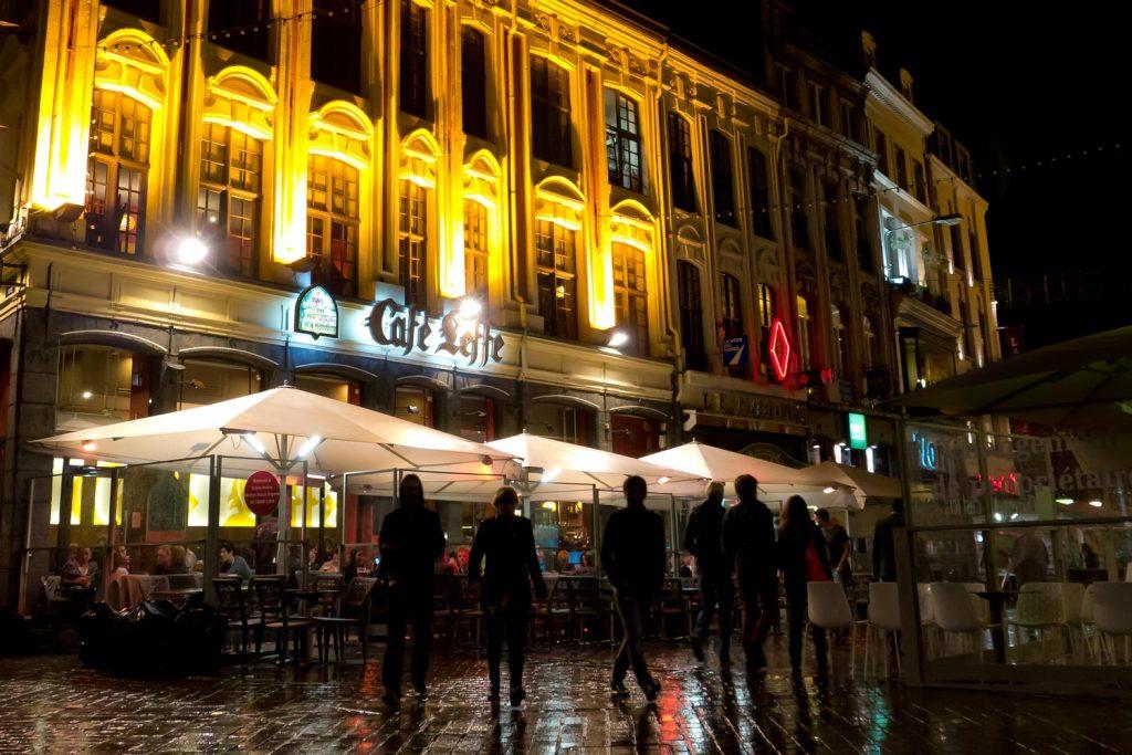 Big Ben Elegance Licht Heizung Sonnenschirm Caravita Weiss Quadratisch Cafe Leffe Lille Frankreich 02 1024x683