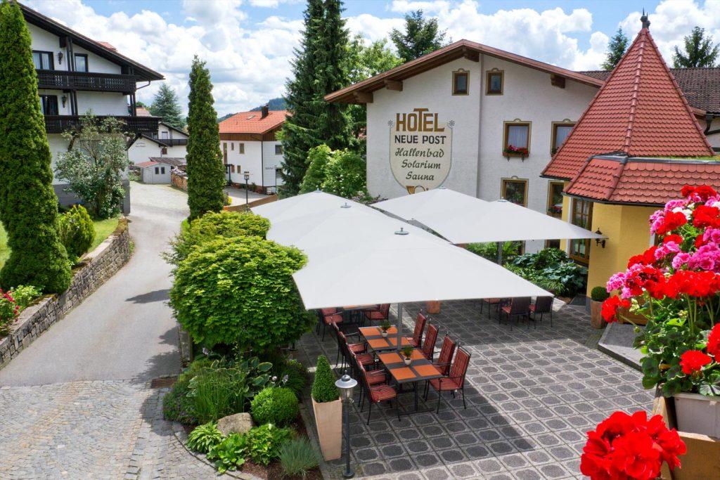 Big Ben Licht Elegance Sonnenschirm Caravita Weiss Quadratisch Hotel Neue Post Bodenmais Deutschland 05 1 1024x683