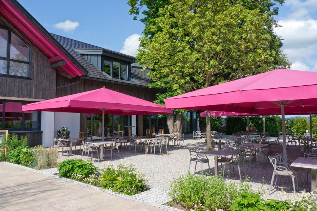 Big Ben Sonnenschirm Caravita Pink Rechteckig Restaurant Murnauer Murnau Deutschland 01 1 1024x683