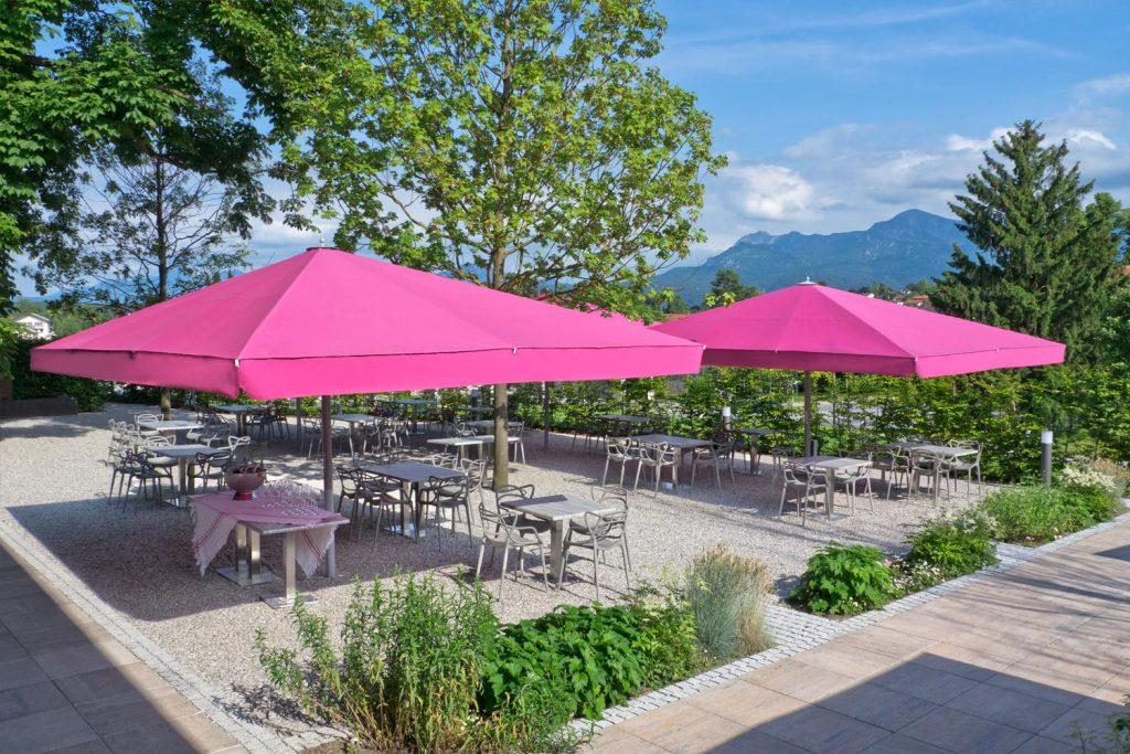 Big Ben Sonnenschirm Caravita Pink Rechteckig Restaurant Murnauer Murnau Deutschland 05 1 1024x683