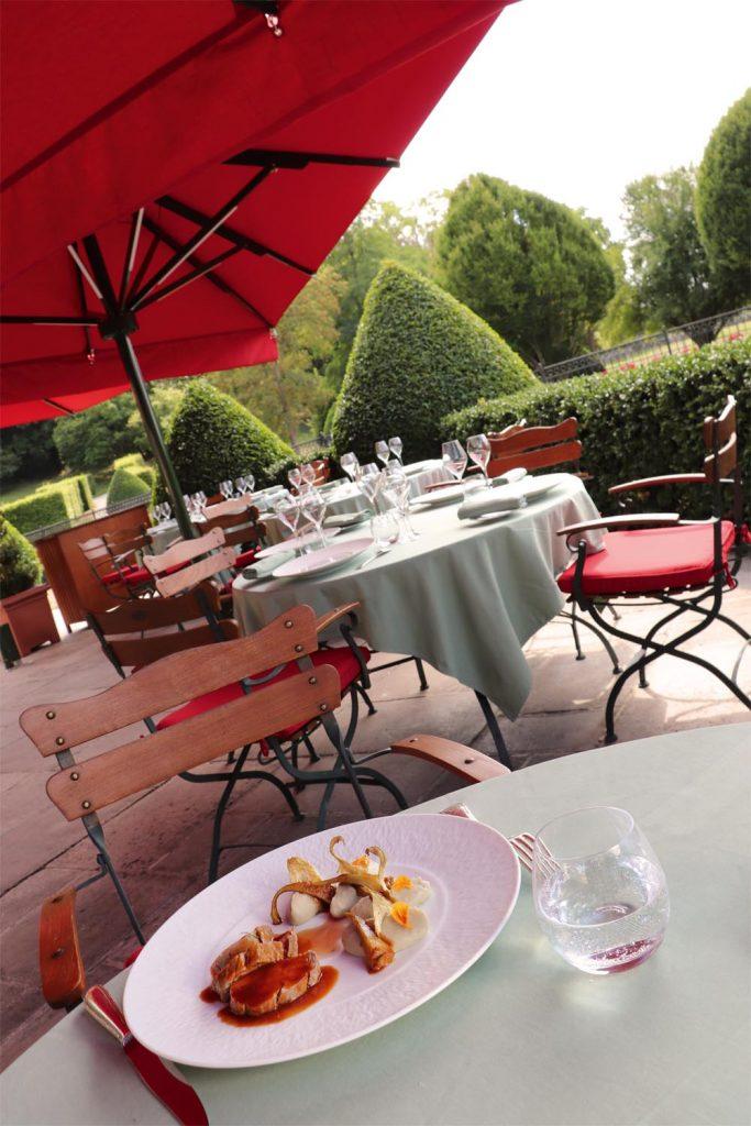 Caravita Sonnenschirm Big Ben Freestyle Schloss Chateau De Courcelles Frankreich 01 683x1024