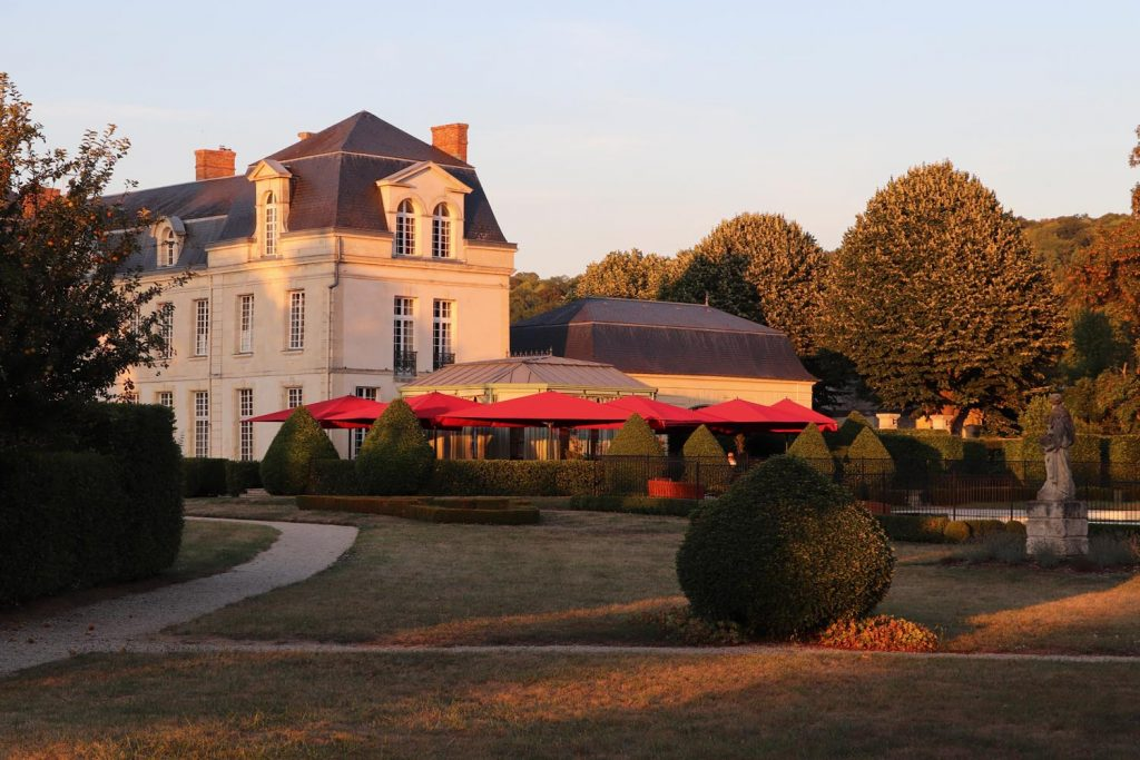 Caravita Sonnenschirm Big Ben Freestyle Schloss Chateau De Courcelles Frankreich 03 1024x683