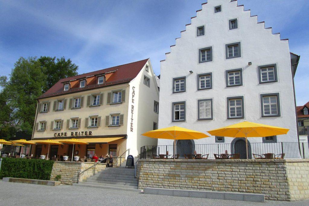 Samara Big Ben Sonnenschirm Caravita Gelb Rund Windhaube Cafe Reiter Donaueschingen Deutschland 04 1024x683