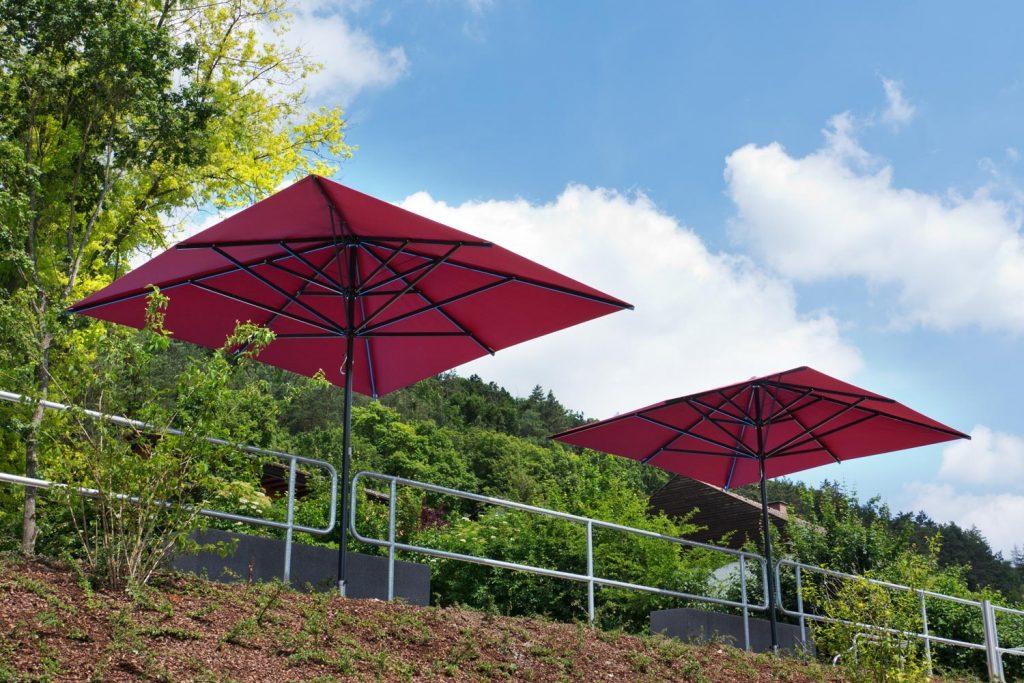 Supremo Sonnenschirm Caravita Rot Quadratisch Freibad Kipfenberg Deutschland 03 1024x683